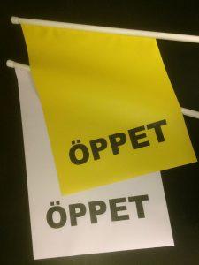Öppet flagga vit gul