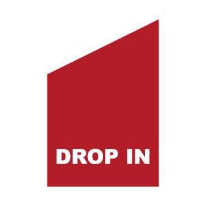 drop in röd med vit text flagga