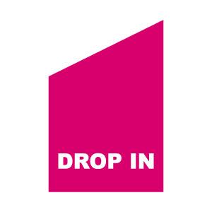 Vit tryck på rosa fasadflagga drop in