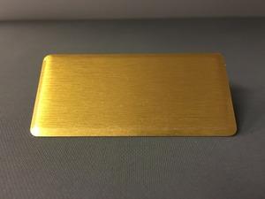 Namnbricka rektangulär borstad guld